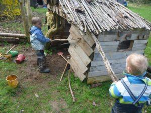 Gemeinsam bauen wir uns eine Hütte!