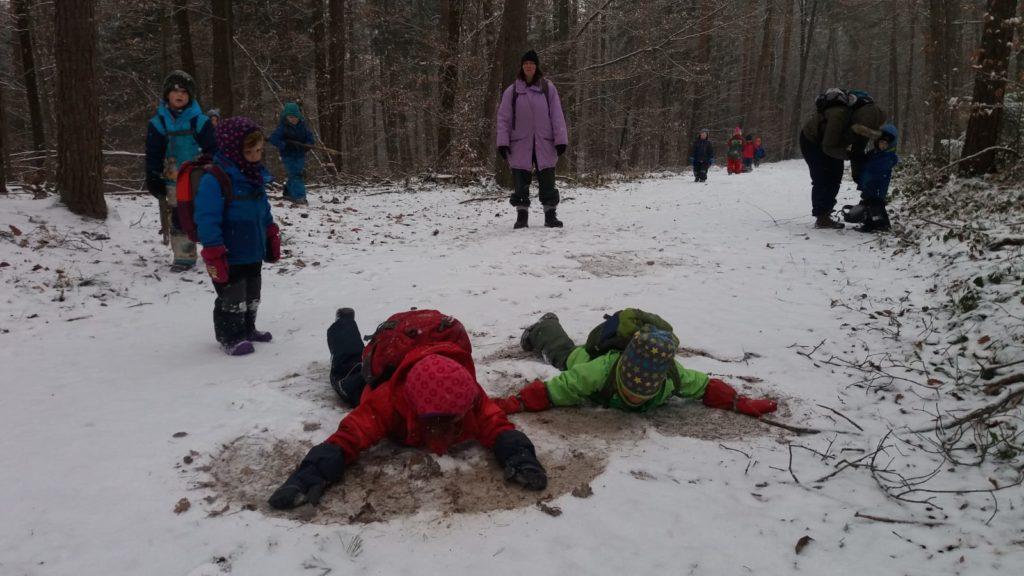 Jeder genießt den Schnee auf seine Weise